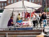 Rein Zimmer (70) is blij dat vlooienmarkten weer mogen in Enschede: 'Happy, happy, happy'