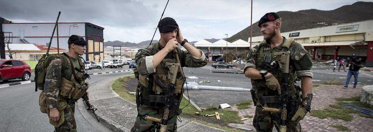 Nederlandse militairen zijn aangekomen op Sint-Maarten Beeld anp