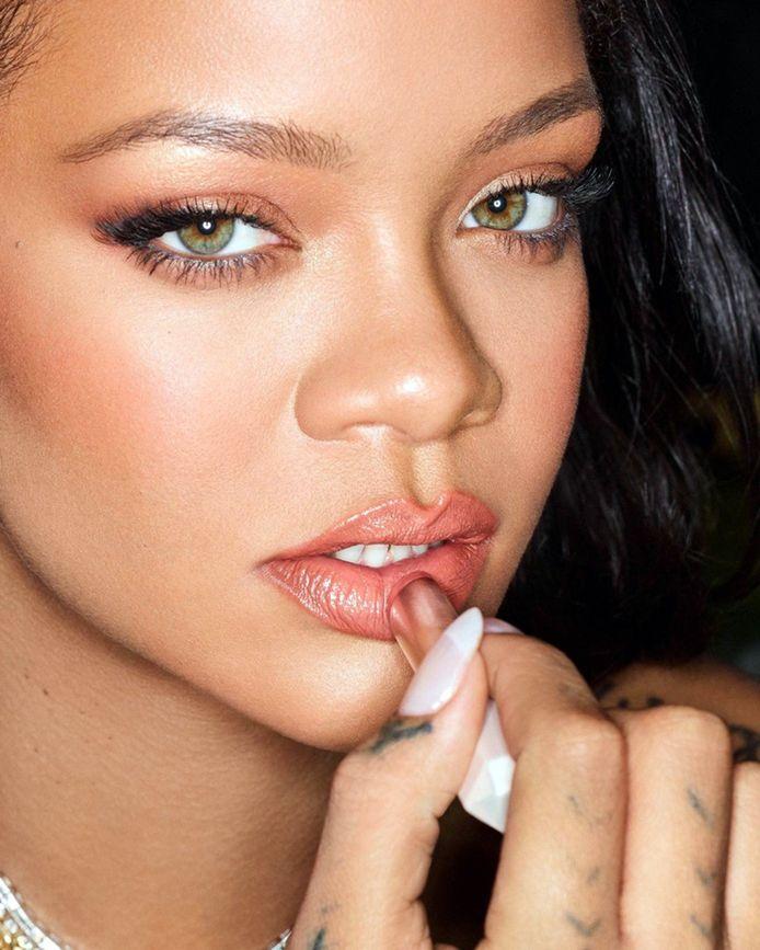 Après l'énorme succès de sa marque de cosmétiques Fenty Beauty, Rihanna a décidé de se lancer dans la commercialisation de soins pour la peau.