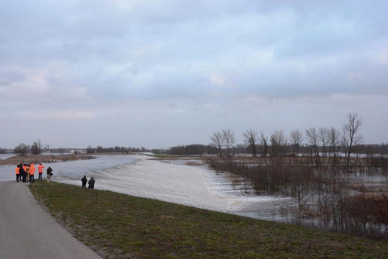Een kwartier later kolkten miljoenen lieters water over de Scheldedijk.