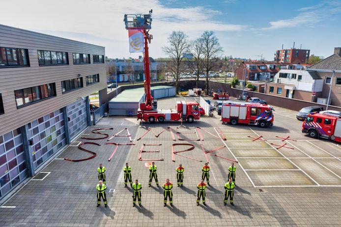 Breda - 09-04-2020 - Pix4Profs / Johan Wouters - In Breda werden vandaag door een drone filmopnamen gemaakt in het kader van een actie van dagblad BN De Stem en het Algemeen Dagblad, waarbij was opgeroepen een positieve boodschap te maken die vanuit de lucht gezien kon worden. Hier bij de brandweer aan de Tramsingel.