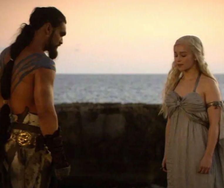 Daenerys wordt weggeschonken aan Kahl Drogo.