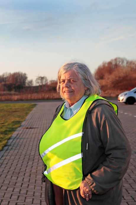 Oud-burgemeester van Rozenburg draagt nu geel hesje