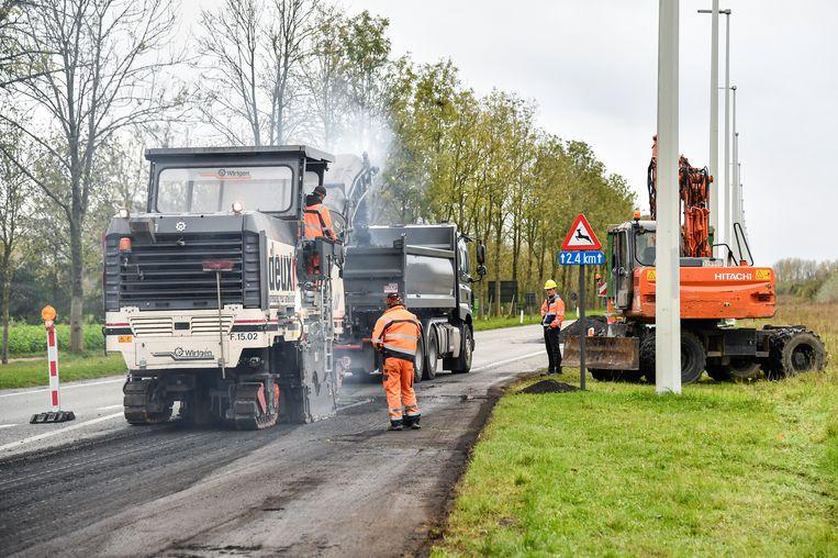De aannemer schiet vrij goed op met de vernieuwing van het wegdek op de N41 ter hoogte van de Denstraat.