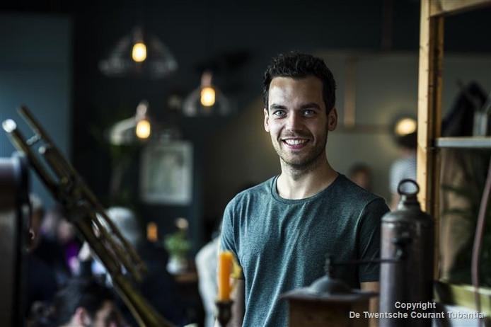 Peter Oude Wesselink, Geesternaar en woonachtig in Amsterdam, acteert in de Nederlandse speelfilm Fataal die 31 oktober in première gaat.
