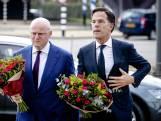 Premier Rutte legt bloemen op 24 Oktoberplein