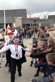 11-jarige prins Gijs is even de baas op basisschool Breedeweg: 'Pyjamadag en andersomdag'