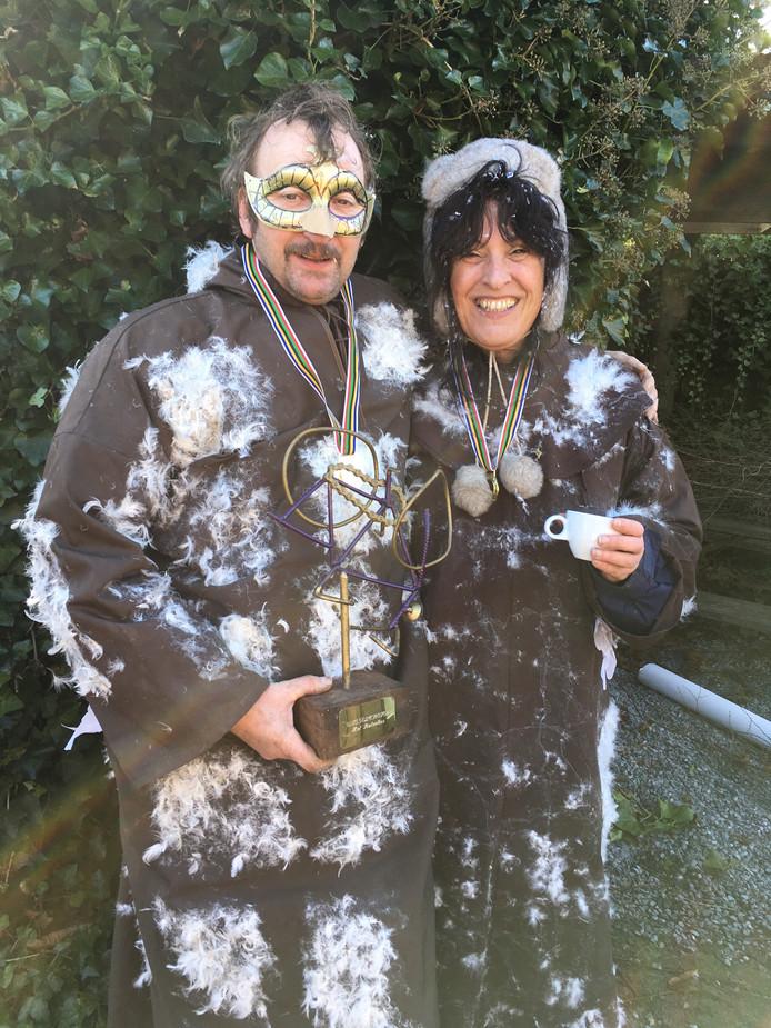 Winnaars John Sips (57) en Hannie Broekhoven (52).