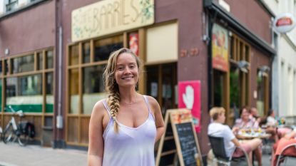 """Terwijl horeca kreunt onder coronaregels opent Charlotte (31) café Barries in hart van Antwerpen: """"Het is nu of nooit"""""""