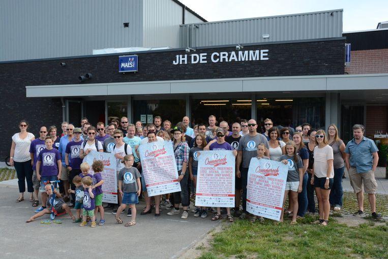 De medewerkers van Crammerock met de affiches die ze in heel Vlaanderen zullen ophangen.