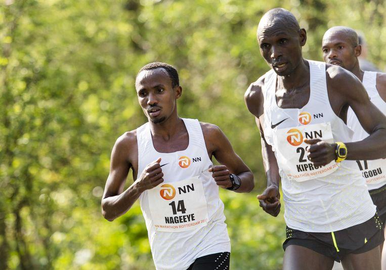 Abdi Nageeye, met naast hem de Oegandees Kiprop, wil na het record in Rotterdam ook op jacht naar het Nederlands record van Kamiel Maase. Beeld ANP