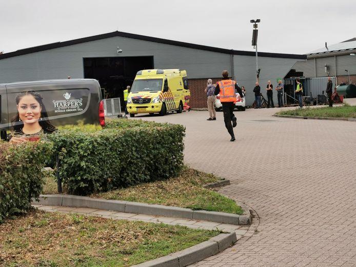 De hulpdiensten bij het ongeval op de Wageningen Universiteit.