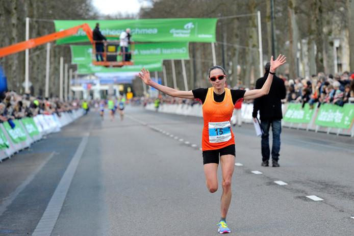 Het is even geleden dat Andrea Deelstra met de armen in de lucht finishte, maar de Apeldoornse zint op snel succes.