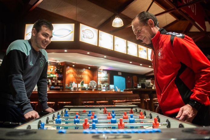Trainer Ger Musters en zoon Jaye, in hun tijd bij VV Zundert. Pix4Profs/René Schotanus