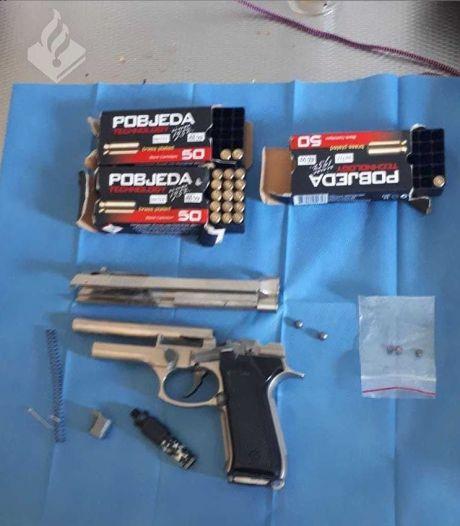 Politie neemt vuurwapens in beslag in de Noordoostpolder: drie mannen opgepakt