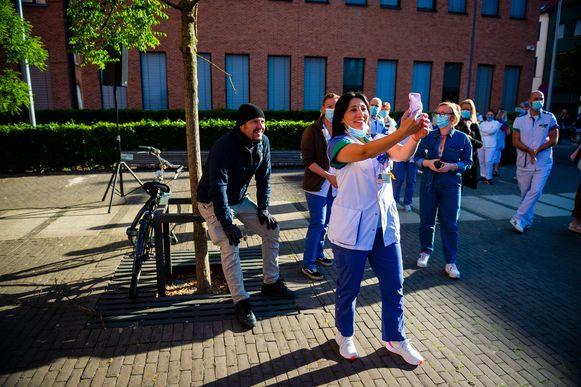 Selfie met Axel Daeseleire na het optreden van The Starlings aan het Sint-Vincentiusziekenhuis ter gelegenheid van de dag van de verpleging.