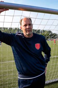 Ed de Goeij gaat bij VOC keepers trainen: 'ik vind dit heerlijk om te doen'