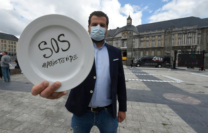 Liège, BELGIUM - MAY 25 :    - Action symbolique de protestation organisée par le collectif Wallonie Horeca - Symbolische Aktie van de HORECA- Wallone collectief  ( Photo by Philip Reynaers / Photonews