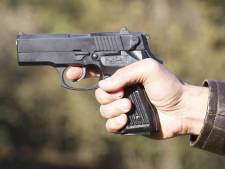 Ossenaar loopt politiebureau binnen en vraagt om pistool om stiefvader dood te schieten