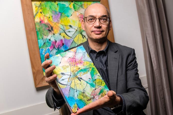 De omslag voor het boek van Marcus van Doorn is gemaakt door kunstenares Natasja Ahout.