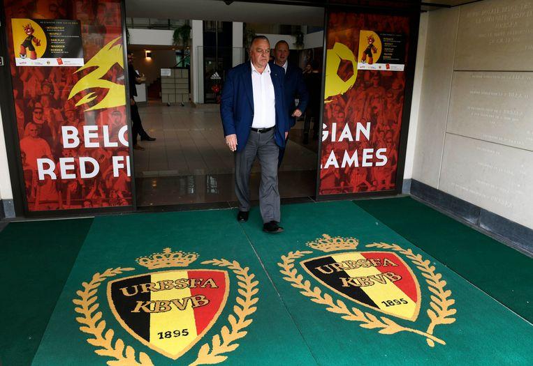 Johan Timmermans, gewezen voorzitter van KV Mechelen, verlaat het bondsgebouw.