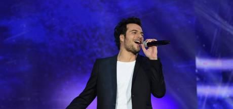 Après une chute sur scène en plein concert, Amir transporté à l'hôpital
