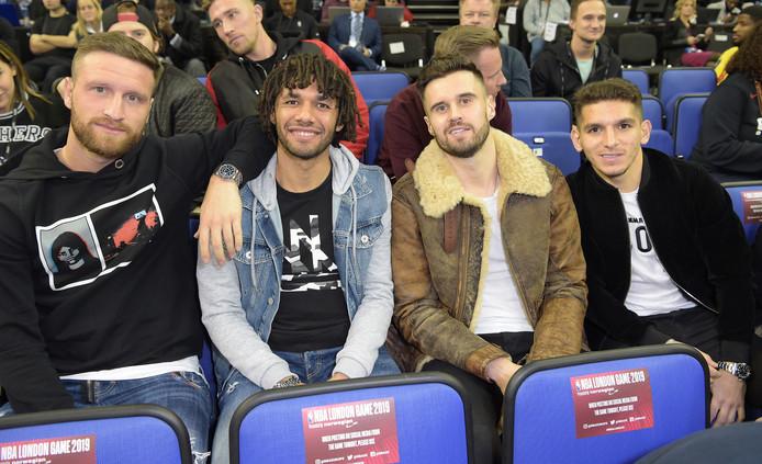Arsenal-spelers Shkodran Mustafi, Mohamed Elneny, Carl Jenkinson en Lucas Torreira.