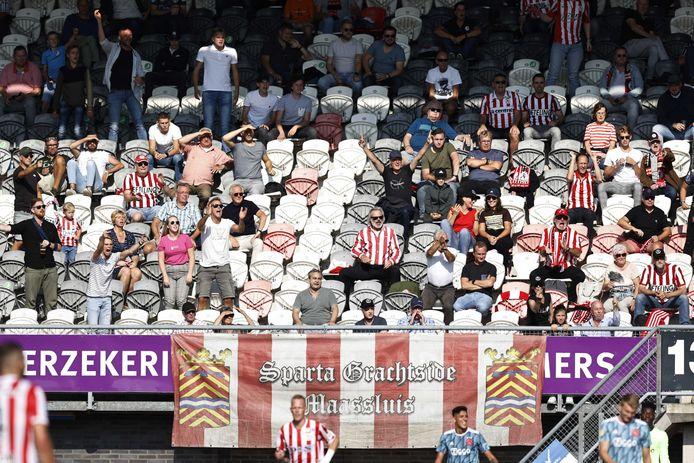 Met een bezettingsgraad van 37 procent worden er bij Sparta, zoals hier op Het Kasteel bij de thuiswedstrijd tegen Ajax, relatief de meeste toeschouwers toegelaten.