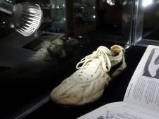Sportschoenen geveild voor recordbedrag van 4 ton