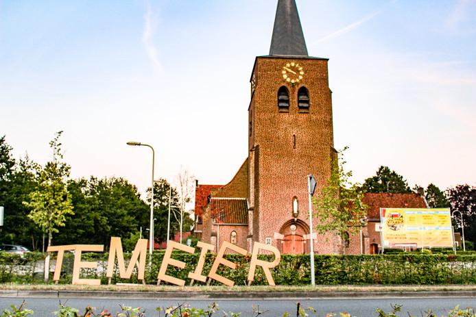 De letters voor de kerk in Beckum. Normaliter hoort er 'Muiterweek' te staan.