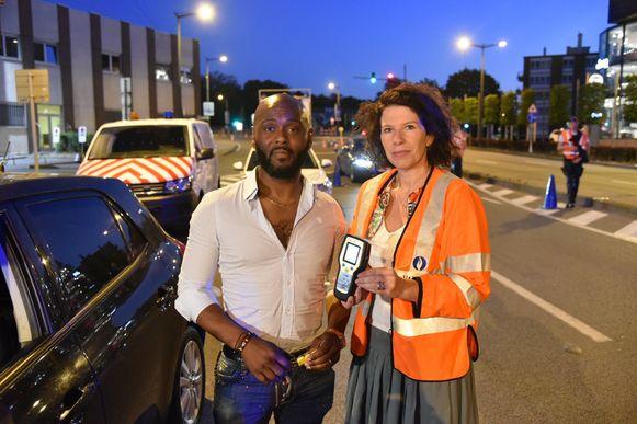 Deze chauffeur blies negatief en kreeg een BOB-sleutelhanger van staatssecretaris Bianca Debaets.