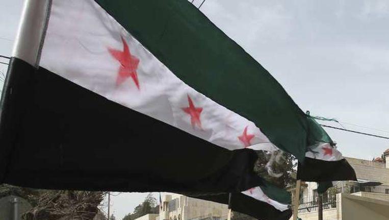 De vlag van de Syrische rebellen. Beeld reuters