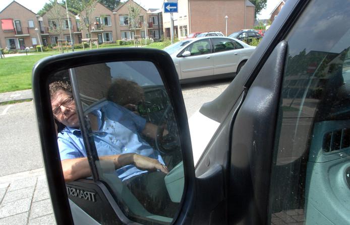 Onder meer het Millingse taxi-bedrijf van Cees Plug viel buiten de aanbesteding vanwege 'onmogelijke eisen'. Archieffoto Do Visser