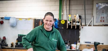 Nanda (33) is de eerste timmervrouw bij Hegeman in Nijverdal: 'Lompe grappen over glijmiddel? Die kan ik wel waarderen'