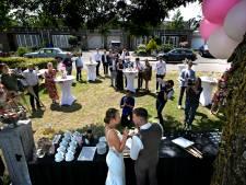 Bruiloft in coronatijd: Youri en Chantal vieren het op meerdere locaties, steeds met andere gasten