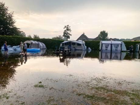 Plotseling noodweer verandert camping in Lunteren  in zwembad: 'We konden nergens heen'