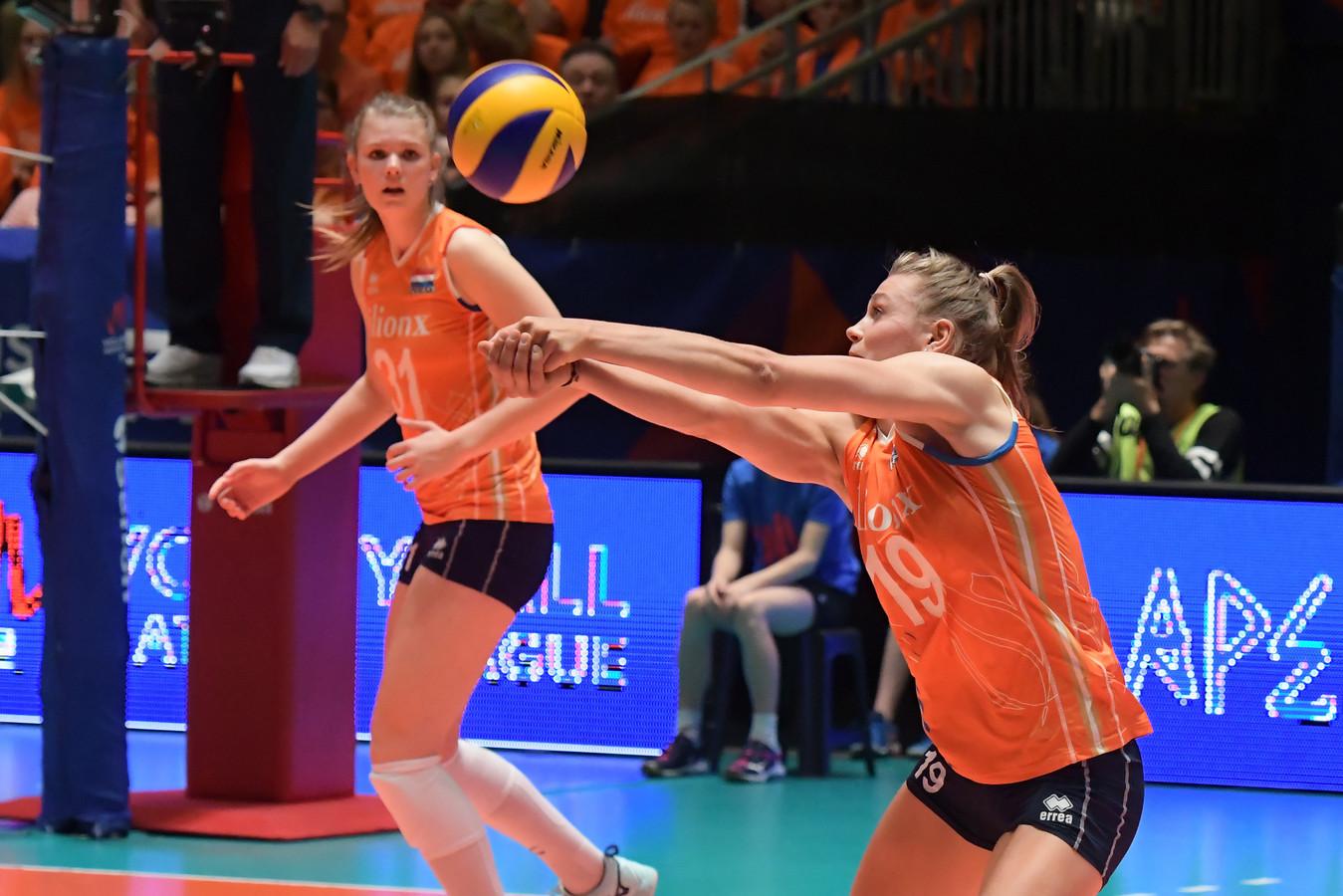 De Nederlandse volleybalsters lijden opnieuw een nederlaag in de Nations League.