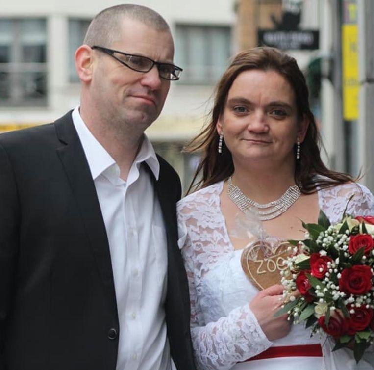 Steven Merlevede (45) en Stefanie Christiaens (35), op hun huwelijksdag van 12 januari 2019.