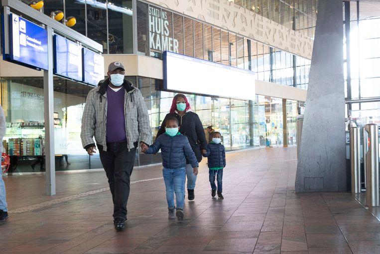 Kinderen hoeven geen mondkapje te dragen in het openbaar vervoer.  Beeld ANP
