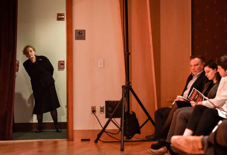 Oud-minister van buitenlandse zaken in de VS Madeleine Albright kijkt de zaal in voor de presentatie van haar nieuwste boek op de universiteit van Georgetown.  Beeld The Washington Post/Getty Images