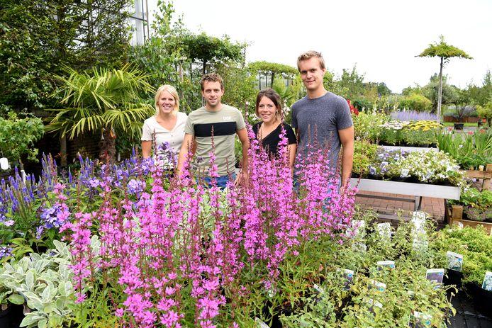 Bij Nieuwesteeg zijn ze trots op het bedrijf en dat geldt ook voor de vijfde generatie. Op de foto van links naar rechts: Madelon, Maarten, Marlijn en Mark.