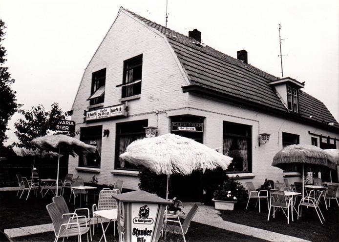 Café de Brug in Breugel, juli 1978.