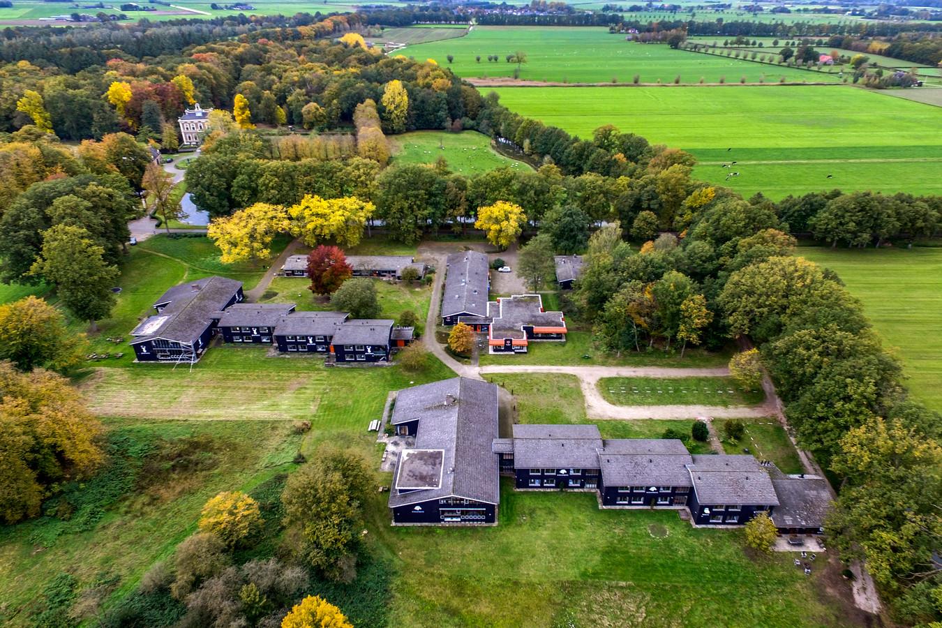 Het terrein op Park Den Alerdinck waar de met coronabesmette asielzoekers gaan verblijven.