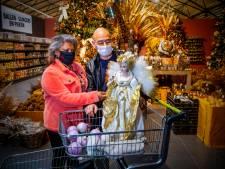 Van gigantische kerstengelen tot simpele kerstballen: de kersthysterie is losgebarsten bij de Intratuin