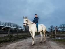 Pony Blitz van Myrthe (14) uit Gouda toch gewond na val in de sloot
