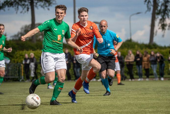 Groessen (groen) bereikte zonder puntenverlies de halve finale op de Veltins Cup.