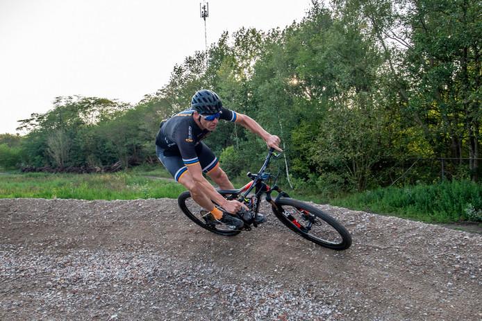 Patrick Koch gaf een demonstratie op het nieuwe Mountainbike parcours op de Kragge (archieffoto).