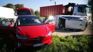 Gewonde na botsing met Tesla