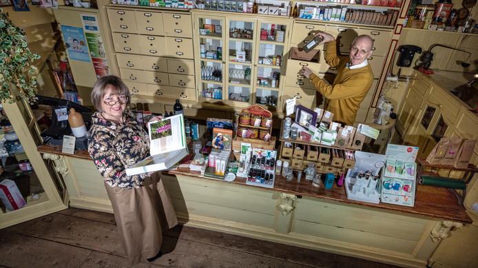 Wilma en Rens Belt drijven natuurwinkel De Hazelaar.