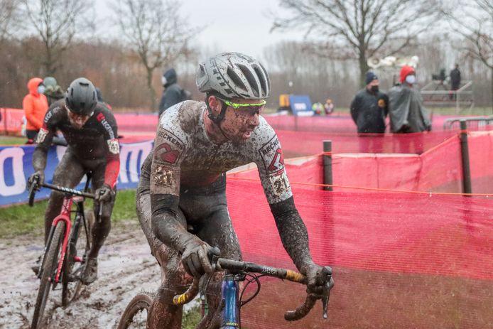 Vincent Baestaens haalde in helse omstandigheden de finish in Dendermonde.
